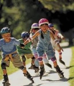Niños con patines en línea